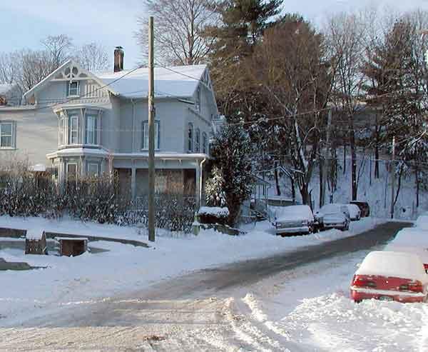 house-new-england-winter